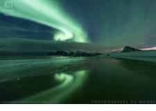 Voyage photo aurores boréales avec un photographe pro - <p>Voyage photo au pied des falaises à pic se déploient des Fjords où miroitent le jour un ciel d'un bleu intense...Et la nuit le vert des aurores boréales embrasant les cieux. Au bord de lamerArctique, vous réaliserez des images hors normes...</p>