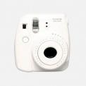 FUJI INSTAX MINI 8 WHITE - <p>L'instax Mini 8 est un appareil photo argentique instantané hyper simple d'utilisation. Les photos au format carte de crédit sont d'une grande qualité. L'instax Mini 8 fonctionne avec des cartouches de 10 photos vendus séparemment.</p>