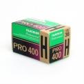 FUJI PRO400H - <p>Film de 400ISO de type lumière du jour, la PRO400H a une grande latitude d'exposition, vous obtiendrez une reproduction fidèle des gris neutres sur une large gamme, de la sous-exposition à la surexposition.<br />Particulièrement adapté aux mariages, aux travaux professionnels et de mode, la PRO400H donne de superbe restitution des teintes de la peau et des couleurs avec une gradation légèrement progressive des jeux d'ombres et de lumières sans aucun raté.<br /><br />Descouleurs plus claires à la lumière et une saturation des couleurs bien contrôlée à l'ombrepermet d'obtenir une reproduction des sujets dotée d'un sentiment de réalisme tridimensionnel, ainsi qu'une restitution fidèle des couleurs des scènes sous de très nombreux éclairages.<br /><br />De plus ce film a un niveau de densité négative unifié avec d'autres films de série PRO pour une uniformité et une efficacité d'impression maximales. Doté d'une4ème couche vous rendra des couleurs exactes sous</p>