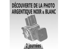 Photo Argentique, redécouvrez le noir et blanc - <p>Un stage photo argentique qui vous fera revenir aux sources. Redécouvrir la photographie en mode argentique, beauté des appareils vintage, magie de la photo apparaissant dans le révélateur, incomparable qualité du Noir et Blanc. <strong>Un stage</strong> pour vous initier à la photographie en Noir et Blanc,soit <strong>avec votre propre appareil photo</strong>, soit avec le mythique <strong>Hasselblad 500C</strong> que nous vous confierons. Outre la possibilité de prêt d'un appareil photo <strong>nous vous fournissons le film</strong> pour effectuer vos propres prise de vue, ainsi que la chimie pour le développement du film, mais aussi le papier pour la planche contact et <strong>le tirage que vous emporterez</strong>, bien sûr. <strong></strong></p>