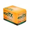 Kodak Tri-X 400 - <p>Les films KODAK PROFESSIONAL TRI-X 400 (400TX) est un film panchromatique à sensibilité élevée qui convient bien aux sujets peu éclairés ou aux mouvements rapides ou encore aux sujets photographiques nécessitant une bonne profondeur de champ et des vitesses d'obturation élevées. Il permet également d'étendre la portée des photos réalisées avec un flash.</p> <p>Le film TRI-X 400 est conseillé pour le développement poussé.</p>