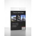FineArt Pearl - <p>Le FineArt Pearl est un papier subtil qui offre un espace de représentation de la couleur très large pour des photographies aux chromies saturées, tout en préservant une belle finesse dans les dégradés. Son couchage perlé rend le FineArt Pearl plus résistant aux agressions physiques lors de l'impression ou de la manipulation.</p>