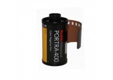 KODAK PORTRA 400 - <p>Le nouveau PORTRA 400 est le film négatif couleur à sensibilité élevée présentant le grain le plus fin au monde. Avec une sensibilité ISO 400 réelle, ce film permet d'obtenir des tons chair impressionnants en plus d'une saturation exceptionnelle des couleurs sur une large gamme de conditions d'éclairage.</p> <p>Depuis des années, les photographes professionnels préfèrent les films KODAK PROFESSIONAL PORTRA pour leur restitution naturelle et douce des tons chair. Dans cette même tradition, le nouveau film PORTRA 400 est le choix idéal pour prendre des photos de mode et de portrait, des photos représentant la nature ou lors d'un voyage et des photographies en extérieur, où tout se passe très vite ou lorsqu' il est impossible de contrôler l'éclairage.</p>