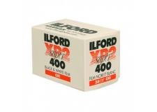 Ilford XP2 - <p>L'XP2 400 SUPER est un film noir et blanc rapide, à grain fin et grande acutance. Il peut être employé pour tous types de prises de vues, mais convient particulièrement bien aux sujets à grande étendue de lumination.<br />Il produit des images exceptionnellement nettes et piquées et a un rendu amélioré des ombres et des hautes lumières. L'XP2 400 SUPER est facile à exposer, il dispose d'une très large latitude d'exposition.<br />Facile à traiter, c'estun film noir et blanc chromogènequi se traite avec les films couleur en procédé de type C41.</p>