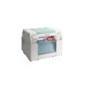 Imprimante DX100 - <p>L'imprimante DX 100est idéale pour vos applications tels que vos bornes, vos minilabs et offre un service d'impression de haute qualité. Il est possible grâce à cette imprimante de proposer une étendue de formats d'impression ainsi qu'une simplicité d'utilisation.</p>