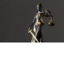 Le droit pour les photographes - <p>Formation animée par Joëlle VERBRUGGE - 2 jours -</p> <p>Apprendre les réflexes fondamentaux en matière légale :</p> <ul> <li>Quelles sont les erreurs les plus flagrantes à éviter, tous sujets confondus ?</li> <li>Comment être attentif aux situations potentiellement conflictuelles ?</li> <li>Pouvoir déterminer quand il est utile de prendre un conseil ponctuel ou ciblé ?</li> </ul> <p>Alliant théorie et pratique, sous la direction d'une avocate qui est également photographe, les notions apprises seront immédiatement illustrées de multiples exemples.</p>