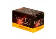 KODAK EKTAR 100 - <p>Le film négatif couleur présentant le grain le plus fin au monde !</p> <p>Avec sa vitesse ISO 100, sa saturation élevée et ses couleurs ultravives, le film EKTAR 100 offre le grain le plus fin et le plus lisse de tous les films négatifs couleur disponibles sur le marché.<br />Offrant une netteté exceptionnelle et idéal pour la numérisation, il propose d'incroyables capacités d'agrandissement à partir d'un négatif 35 mm.<br />Recommandées tout particulièrement pour des photos de nature, voyage, mode, photo de produits, ainsi de des photos en extérieur. Le choix qui s'impose pour les photographes commerciaux et les amateurs avancés.</p>
