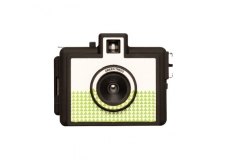 GOLDEN HALF - GREEN TREES - <p>Le Golden Half est un appareil photo argentique 35mm dis 'demi-format'. Sur une photo classique en 10x15, cet appareil va capturer 2 clichés verticaux. Multipliant par deux le nombre de poses d'une pellicule (36 poses = 72 poses). Cet appareil de taille miniature est parfait pour composer des diptyques en tout genre et se trimballe facilement au fond de votre poche. Il est équipé d'une griffe standard pour flash vous permettant ainsi d'y adapter un flash pour capturer vos photos en intérieur.</p> <p>Ouvertures: f/8 et f/11</p> <p>Vitesse d'obturation: 1/100s</p> <p>Focale: 22mm</p>