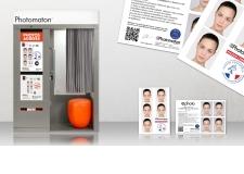 Starbooth  - <p>Une cabine résolument tournée vers l'avenir, qui allie design et technologie. Dessinée dans unstyle moderne et épurépar le designer industriel de renommée internationalePhilippe Starck, elles'intègre parfaitement à tous types d'espaces et d'environnements. Equipée des dernières innovations en matière dephoto d'identité, la cabine Starbooth est représentativedu savoir-faire Photomaton®.</p>