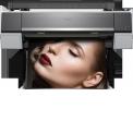 SureColor SC-P9000 - <p>Créez des impressions et des épreuves professionnelles de la plus haute qualité grâce à cette imprimante photo et d'épreuvage de 44pouces extrêmement polyvalente. Extrêmement précise (elle reproduit 98% des couleurs certifiées Pantone) et équipée d'un kit d'encres 10couleurs ainsi que d'une tête d'impression Epson TFP PrecisionCore, l'imprimante SC-P9000 garantit des résultats précis et durables. Cette technologie de pointe est associée à une ergonomie hors du commun.</p> <p>Dotée de 10 cartouches couleur (dont deux d'encre noire) d'encre pigmentaire UltraChrome HDX, l'imprimante SC-P9000 reproduit 98% des couleurs certifiées Pantone®, ce qui lui permet de réaliser des impressions extrêmement précises et de très grande qualité aux couleurs lumineuses et éclatantes.</p>