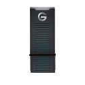 G-DRIVE™ mobile SSD R series - Avec une résistance à l'eau et à la poussière IP67, une protection contre les chutes jusqu'à troismètres*** et une résistance à une pression pouvant aller jusqu'à 450kg, le disque G-DRIVE™ mobile SSD R-Series est un dispositif de stockage mobile fiable. Grâce à ses vitesses de transfert pouvant aller jusqu'à 560Mo/s**, vous pouvez enregistrer, modifier et archiver rapidement des photos, vidéos et fichiers sources volumineux.