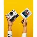 Polaroid OneStep 2 - <p>L¿e Polaroid OneStep est devenu l'un des appareils photo instantanés les plus emblématiques de tous les temps. Durant quatre années consécutives, il a été l'appareil photo - classique ou instantané - le plus vendu aux États-Unis. Icône de la culture Pop, il a influencé la créativité et la libre expression au XXIème siècle.</p> <p>Cet automne, Polaroid Originals, la nouvelle marque dédiée à la photographie instantanée argentique, présente le successeur de cette icône : le OneStep 2. Doté d'un design épuré et contemporain, il fait référence au OneStep d'origine. D'une prise en main aussi intuitive que celle de son prédécesseur, il invite chacun d'entre nous à participer au renouveau de la photographie instantanée argentique.</p>