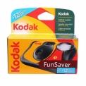 KODAK FUN FLASH 27+12 EXP - <p>Cet appareil photo jetable est idéal pour réaliser des photos argentiques à moindre coût.</p> <p>Il est équipé d'un flash se rechargeant manuellement et d'une portée allant jusqu'à 3 mètres.</p> <p>Chargé avec un film de 800 iso ce Fun Saver vous permettra de prendre des photos dans des conditions de faible éclairage.</p>