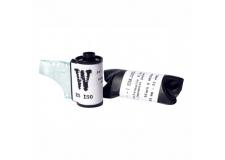 """Film Washi - <p>""""W""""estunfilmnoir&blanc orthochromatiquecouchémanuellementsurun papiertraditionneljaponais,leWashi.</p> <p>Fabriquédepuisdessièclesaujapon,ce papieroffrel'alliancedegrandesqualités techniquesavecl'esthétiqueexceptionnelle deseslonguesfibresentremêlées.Àla foissouple,solideettransparent,le Washiestdonclesupportidéalpourla fabricationd'unfilmphotographique artisanal.</p> <p>Trèssensibleaubleu,peusensibleauvert etinsensibleaurouge,cefilmdonneles meilleursrésultatsenphotographie urbaine, de portrait ou de nature morte.</p>"""