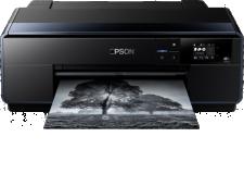 SureColor SC-P600 - <p>La SureColor SC-P600 est l'imprimante photo A3+ haut de gamme d'Epson. Cette imprimante rapide, polyvalente et simple d'utilisation, d'une productivité et d'une connectivité sans fil supérieures, peut imprimer des photos de qualité professionnelle, dans différentes tailles jusqu'au formatA3+. Idéale pour les photographes amateurs et semi-professionnels, la SureColor SC-P600 fera aussi le bonheur d'entreprises qui ont régulièrement besoin de présentations couleurs de grande qualité.</p> <p>Le kit de cartouches d'encre UltraChrome HD neuf couleurs d'Epson avec encre Vivid Magenta produit une large gamme de couleurs pour des impressions de qualité exceptionnelle. Grâce à sa densité des noirs la plus élevée1 (2.86 DMax sur PGPP), cette imprimante produit des noirs riches et profonds et des dégradés ultra-équilibrés dans tous les tons.</p>