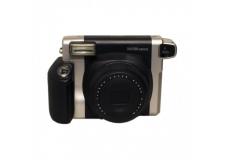 FUJI INSTAX 300 WIDE - <p>L'Instax Wide fait peau neuve avec son tout nouvel appareil, l'Instax 300 !<br />C'est un appareil photo argentique instantané hyper simple d'utilisation. Les photos larges sont d'une grande qualité. Il est fournis avec un kit pour portrait permettant ainsi une mise au point à 45cm. L'Instax 210 Wide fonctionne avec des cartouches de 10 photos vendus séparemment.</p>