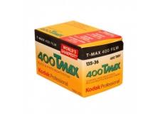 Kodak TMAX 400 - <p><strong><br /></strong></p> <p>Le Film Professionnel KODAK T-MAX 400 est un film noir et blanc panchromatique pour la prise de vue de sujets faiblement éclairés ou d'actions rapides, pour augmenter la portée des flashes, la profondeur de champ et les vitesses d'obturation ; il donne une qualité d'image maximale pour sa sensibilité.</p> <p>Il est également indispensable pour les travaux scientifiques et biomédicaux, en particulier pour la photographie en fluorescence. Ce film très sensible (EI 400) a une très grande netteté, un grain extrêmement fin, un pouvoir résolvant élevé, et permet de grands rapports d'agrandissement.</p> <p>Il peut être exposé à un indice d'exposition de EI 800, traité normalement ou à El 1600 avec un traitement poussé pour obtenir d'excellents résultats dans de nombreux cas de prises de vues.</p>