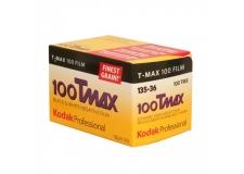 Kodak TMAX 100 - <p>Le Film Professionnel KODAK T-MAX 100 est un film noir et blanc panchromatique demi-teinte pour la prise de vue extérieure et intérieure ; il est spécialement conçu pour les sujets comportant des détails lorsqu'on désire obtenir une qualité d'image maximale. Il permet de forts rapports d'agrandissement.</p> <p>Il est idéal pour reproduire des tirages photographiques noir et blanc. Ce film présente une sensibilité moyenne (EI 100), une définition très élevée, un grain extrêmement fin et un pouvoir résolvant très élevé.</p>