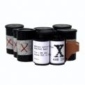 """Film """"X"""" - <p>Le nouveau film """"X"""" est un film 400iso aux couleurs saturées et à forte granulation. Son absence de masque orange permet un traitement aussi bien en négatif qu'en positif.</p>"""