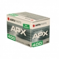Agfa APX 400 - <p>Les pellicules de la gamme de produits Agfa APX sont des pellicules professionnelles noir et blanc avec une résolution élevée et un grain fin. Elles offrent les meilleures conditions pour des reportages fidèles ou des natures mortes avec un attrait esthétique important.</p> <p>Les pellicules Agfa APX peuvent également restituer au mieux des scènes d'action très rapides ou des moments forts, elles présentent des avantages convaincant, une stabilité d'image parfaite sur des surfaces homogènes, grande précision des contours, absence de craquelure des endroits à motif critiques, flexibilité de la sensibilité et des contrastes, balance des gris exemplaire.<br /><br />Le film APX 400 est également d'un niveau de performance et de fiabilité sans pareil par mauvais conditions lumineuses. Un autre plus, son niveau de sensibilité déjà élevéil peut être poussé jusqu'à1600 iso.<br /><br /></p>
